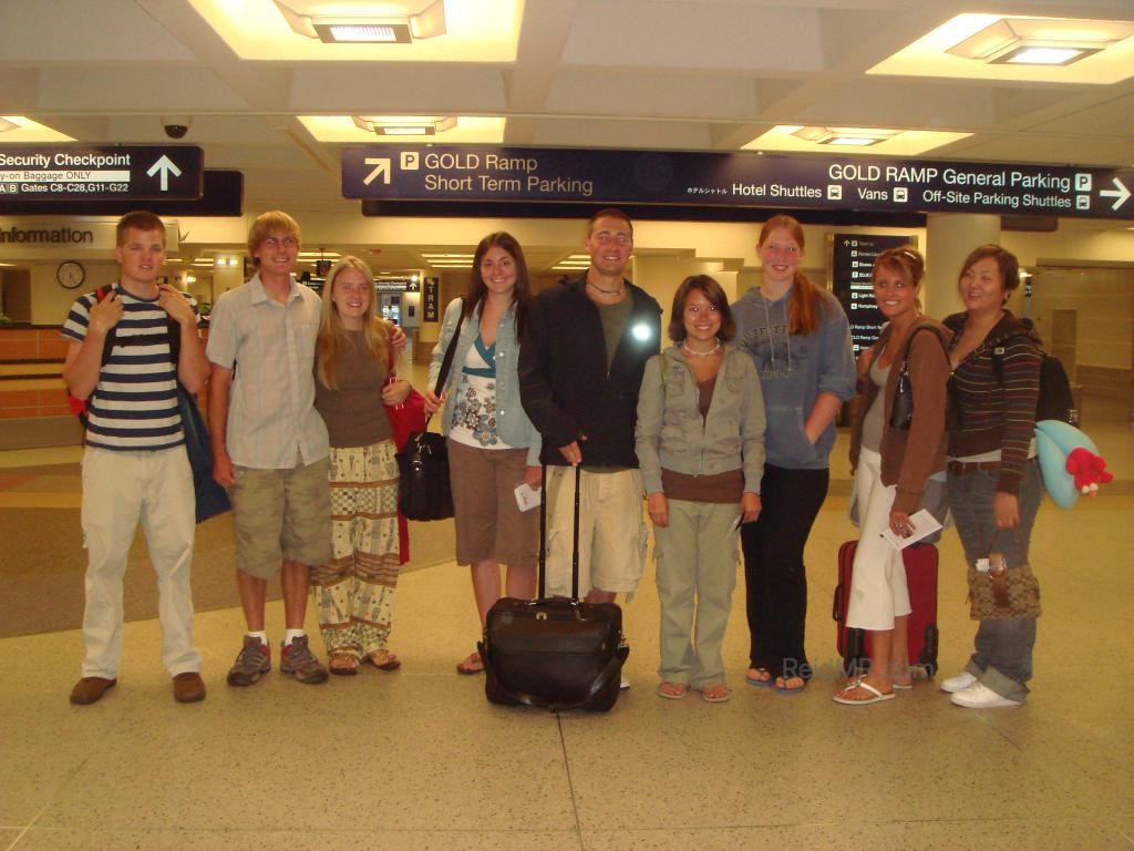 At the airport with the fellow study abroad students, group photo.