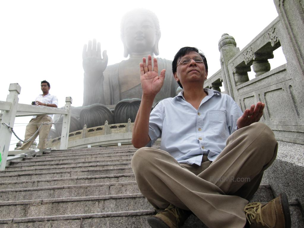 Photo of dad in front of the Big Buddha