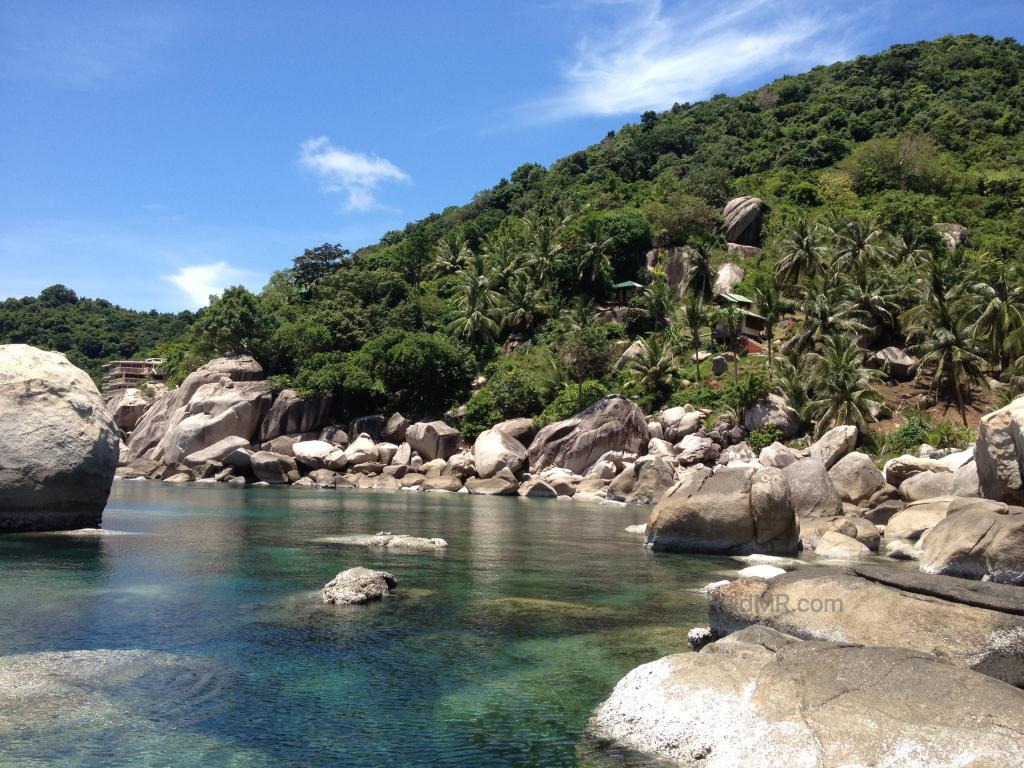 Koh Tao beach with beautiful clear water and luscious scenery.